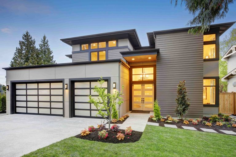 amazing custom home with luxury exterior painting - exterior painting toronto